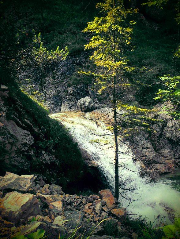 Wasserfall beim Abstieg von der Hochlandhütte