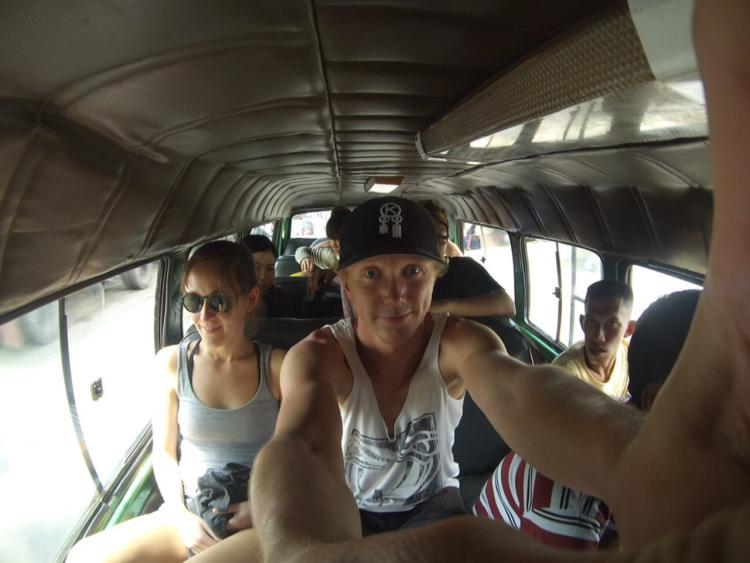 Busfahrt zum Vulkan Bromo, Probbolingo, Indonesien