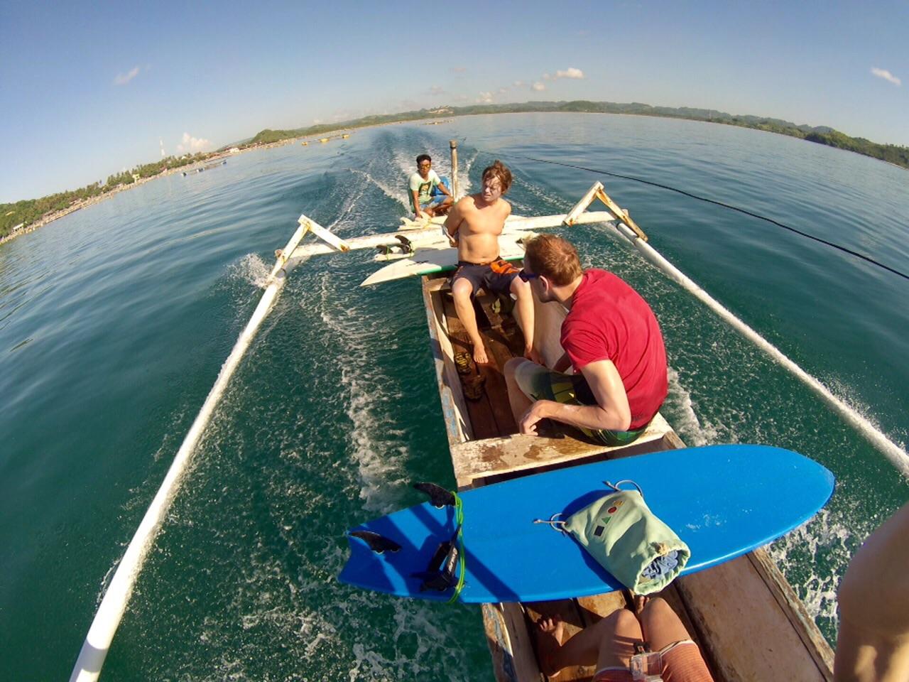 Mit dem Schifferboot zum Surfen, Kuta Lombok, Indonesien