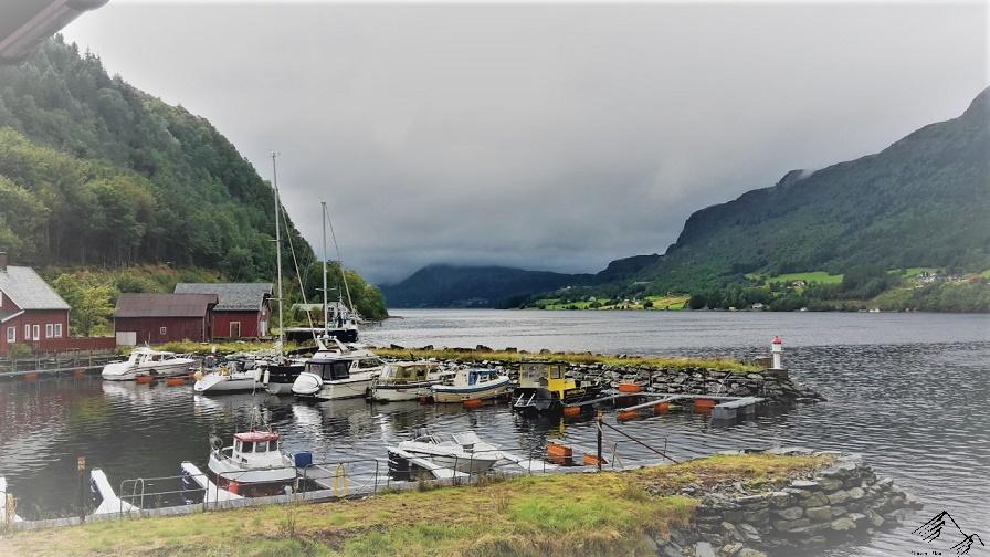 Segelboote im Hafen, Norwegen, Stongfjorden