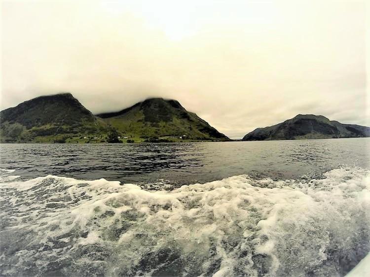 Bootsspuren im Wasser, Norwegen