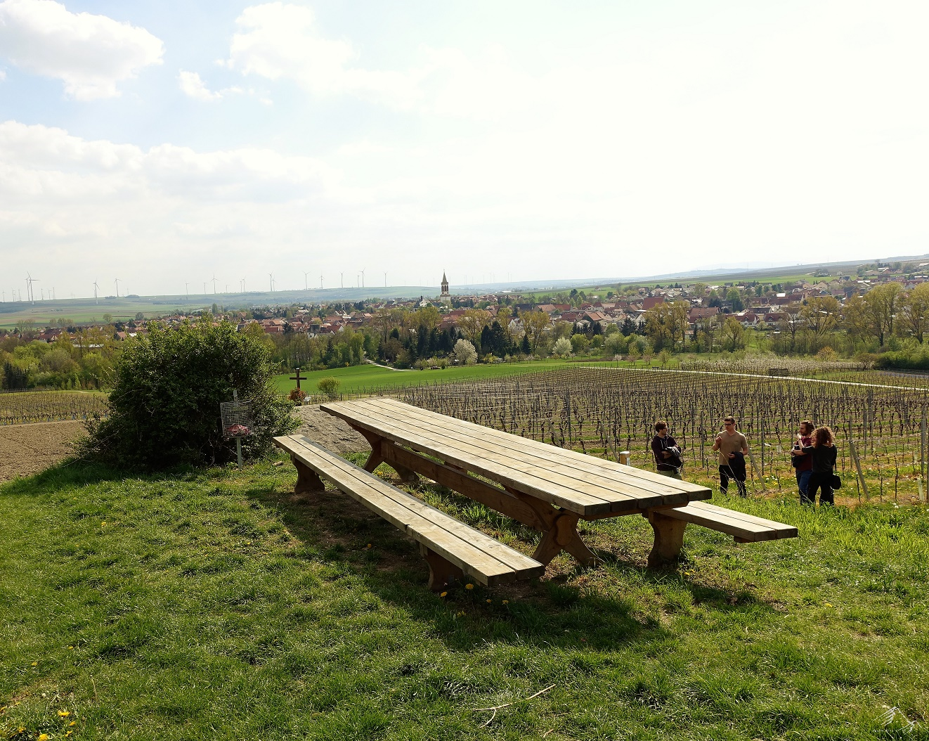 Perfekte Rast: Langer Tisch am Petersberg,