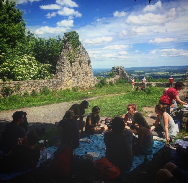 Picknick auf der Löwenburg im Siebengebirge