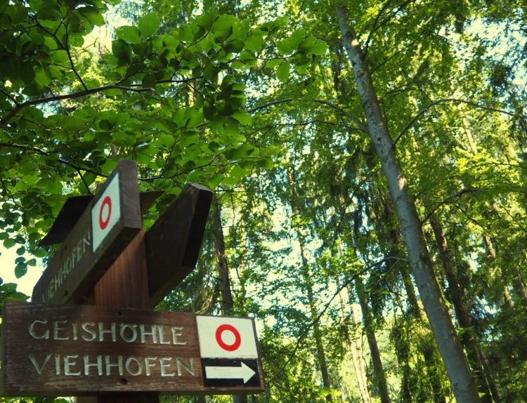 Wanderschild zur Geishöhle Nürnberger Land Höhlen