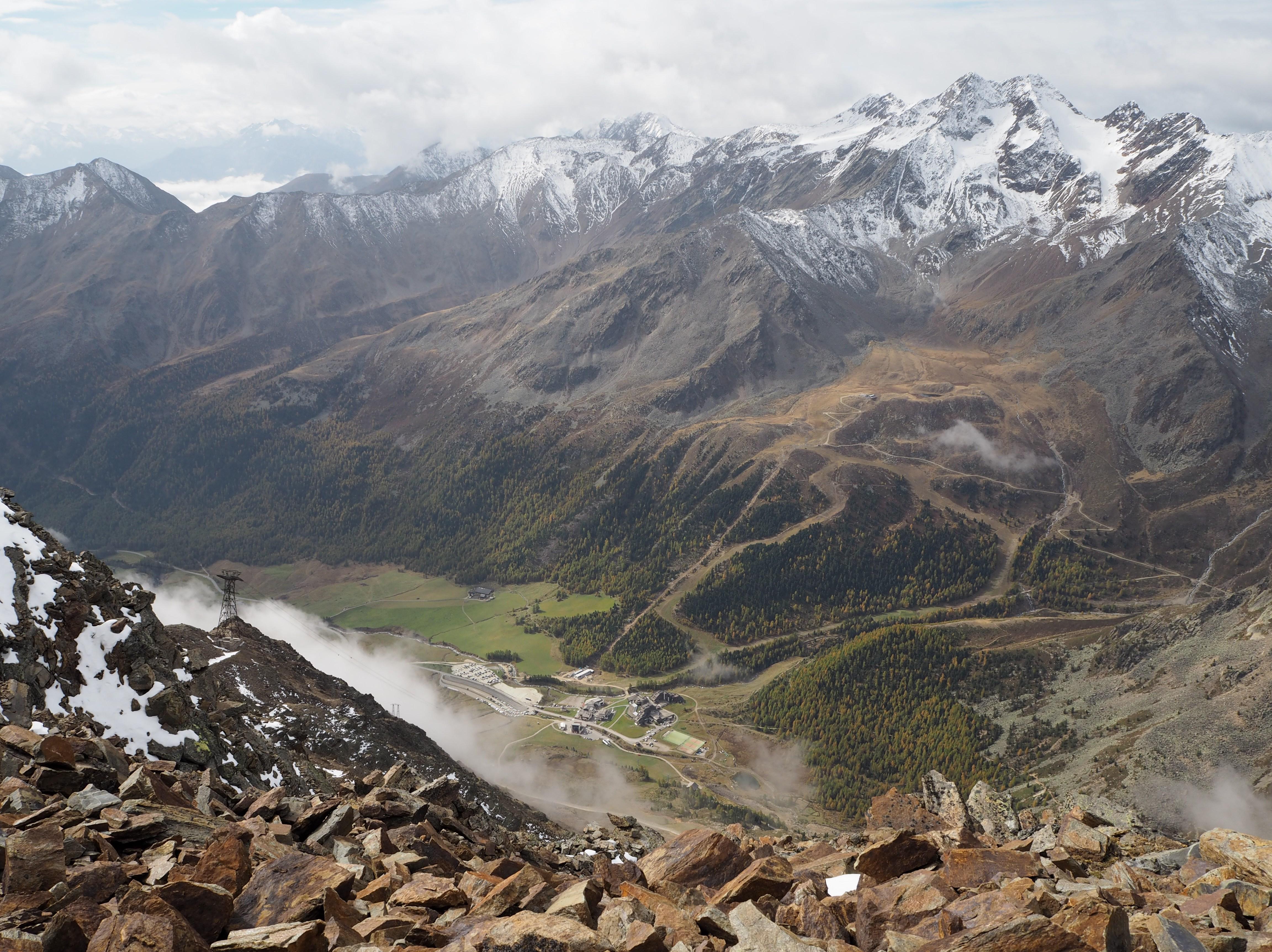 Caravanpark Schnalstal von der Grawandspitze aus fotografiert.