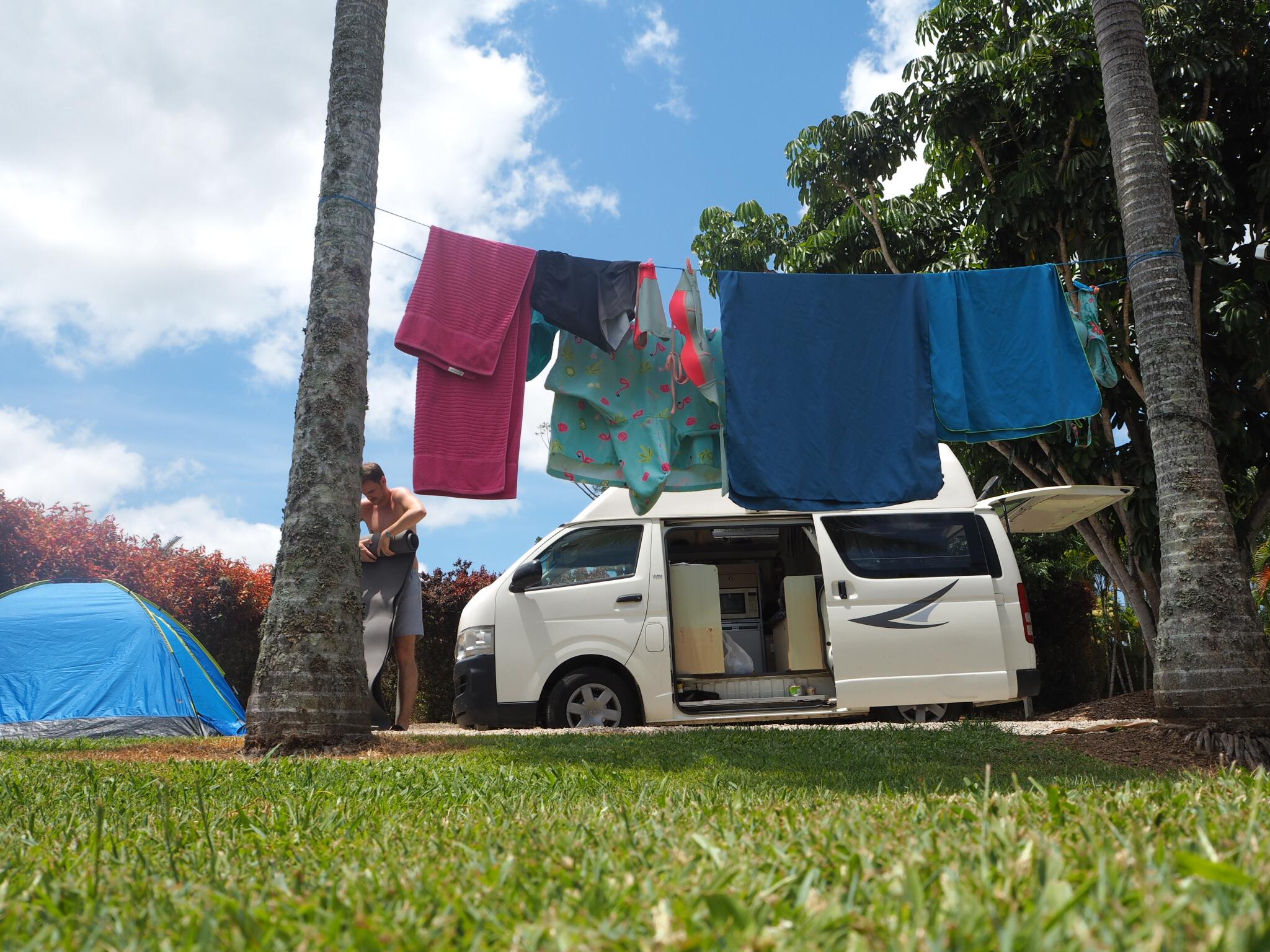 Camping unter Palmen, Ostküste Australiens