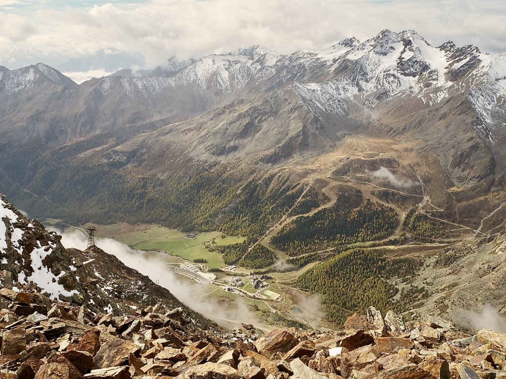 Gipfel der Grawand mit Blick auf den Caravanpark Schnals