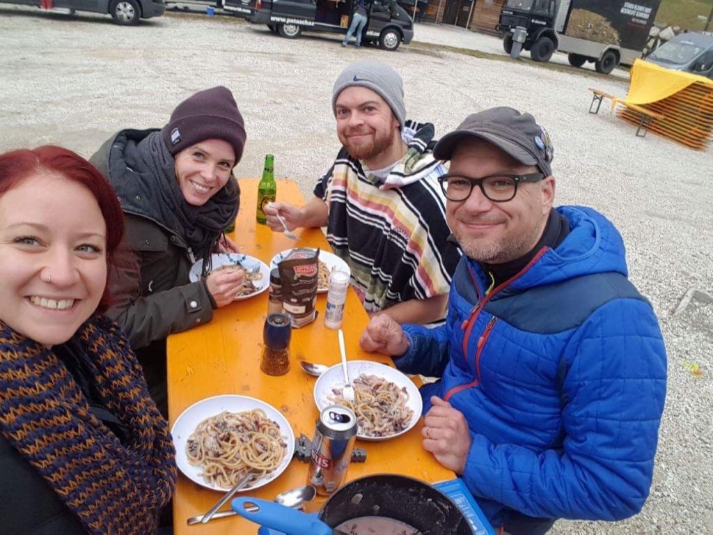 Outdoor Dinner beim Camper Can Summit Meeting