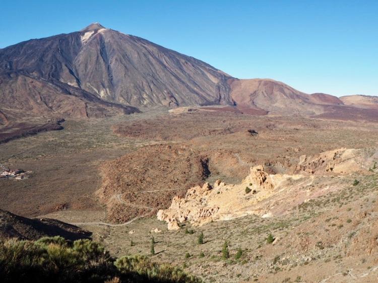 Den Teide immer im Blick. Beim Abstieg über den Ucanca Sattel.