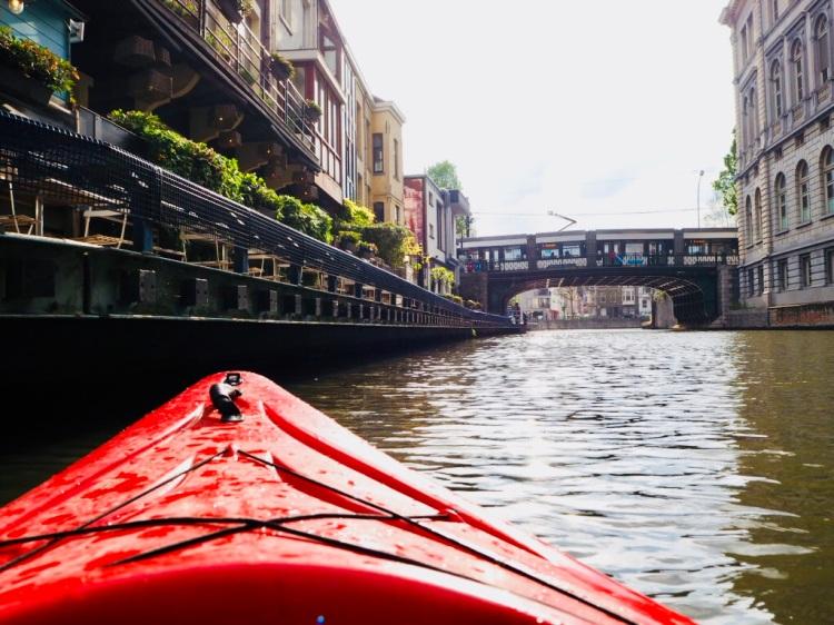 Die Wasserstraßen von Gent mit dem Kajak erkunden